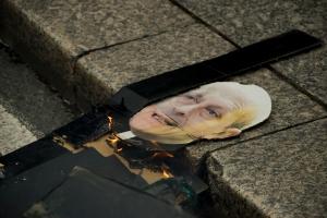La Universidad pública está siendo quemada