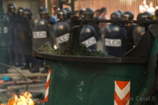 Máis de cincuenta antidisturbios acordonaron o acceso á rúa do Hórreo