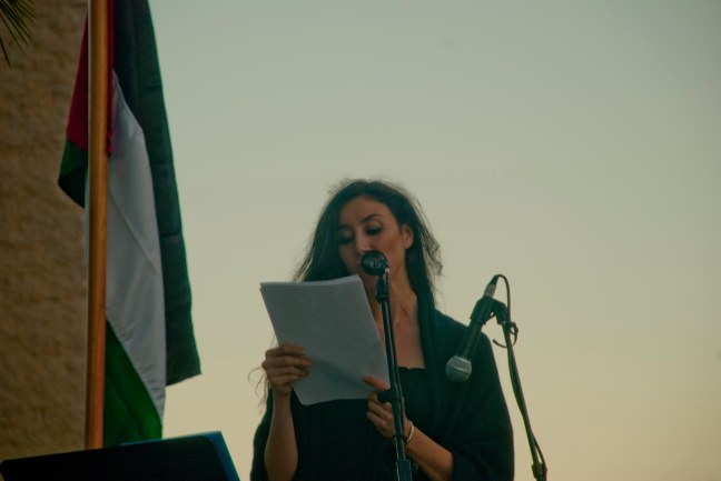 Najla Shami no acto en apoio ao pobo palestino no parque José Martí, en Oleiros
